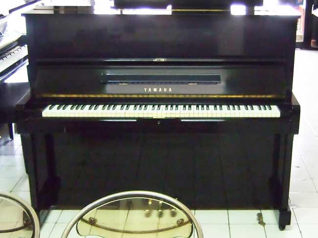 Piano Yamaha U1