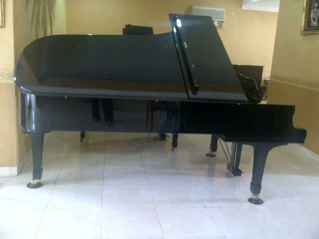 Grand Piano Yamaha Type CF tampak samping