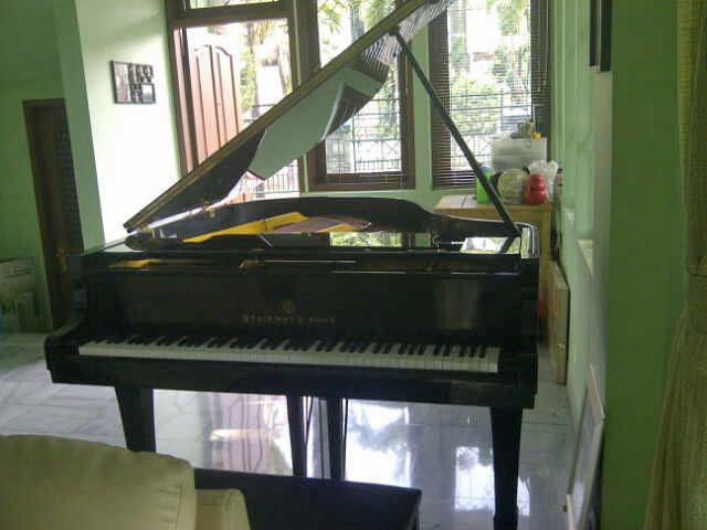 Gambar Piano Steinway & Sons Type M Depan