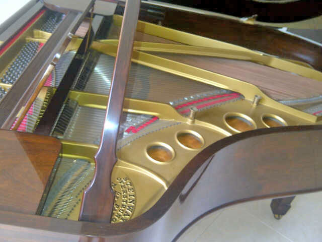Piano-Steinway-and-Sons-type-O-dalam